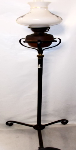 "Veritas 20""' Lamp with Standard"